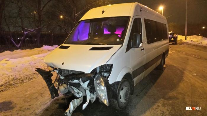 Микроавтобус вез пассажиров из Серова
