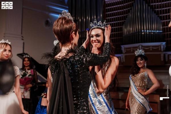 Звание «Леди Хрустальная Корона Сибири-2019» получила Алёна Ершова