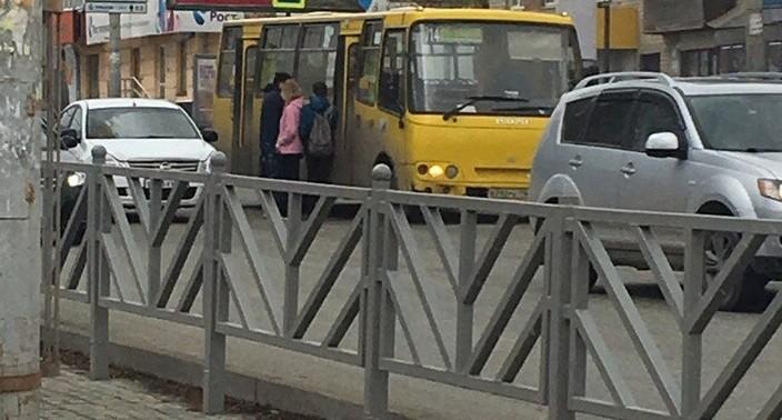 """""""Было огромное пламя"""": в Екатеринбурге у маршрутки на ходу загорелось колесо"""