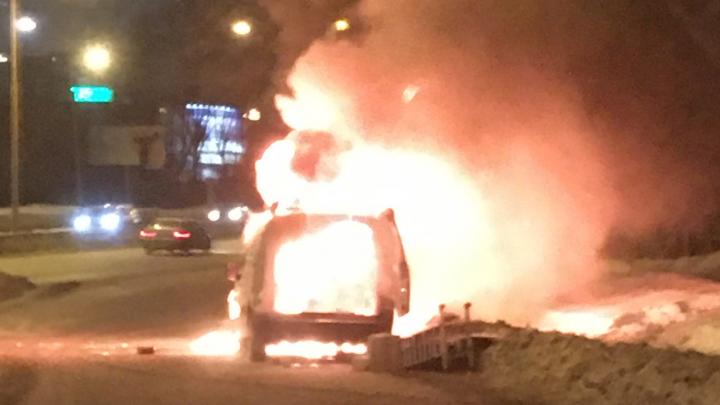 На развязке Щербакова и Объездной полностью выгорел Citroen: видео