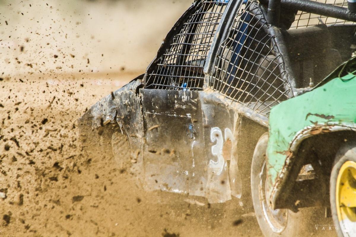 Машины вязли в песке
