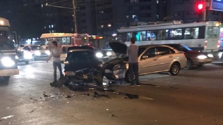 «Девочке на заднем сиденье проломило голову»: в Волгограде произошла страшная авария