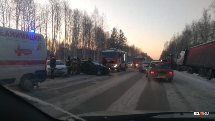 Lada вылетела на встречку, где столкнулась с фурой: стали известны подробности ДТП на Высоцкого