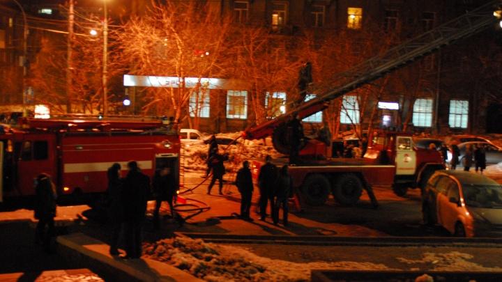 Пережили Новый год: сибиряк выбил дверь в горящую квартиру, чтобы спасти соседа