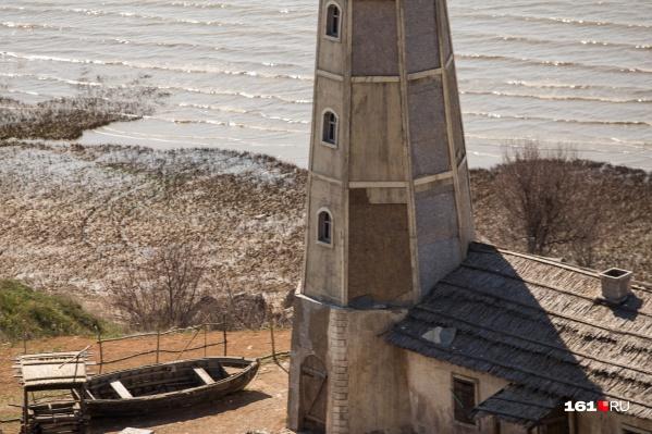 Раньше вход к маяку был свободным, в прошлом году его сделали платным