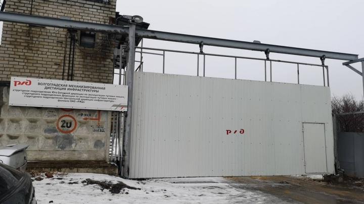 «Чей мусор?»: на территории подразделения «РЖД» в Волгограде нашли опасную свалку