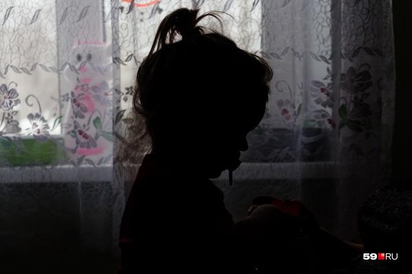 От действий мужчины пострадали восемь детей