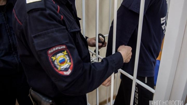 Житель Азово убил 28-летнюю знакомую, пока её муж был на вахте