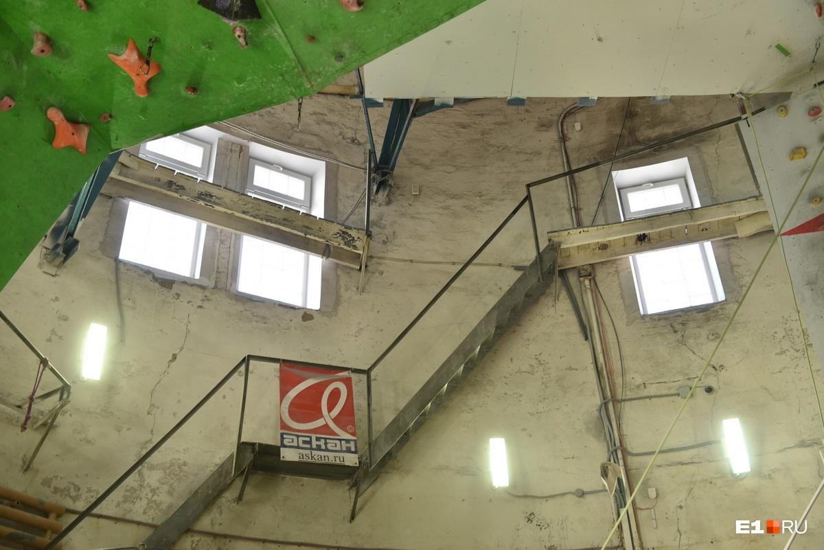 Лестница ведет на крышу
