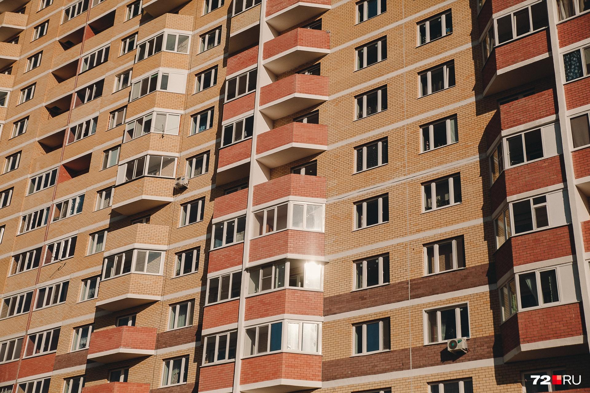 Собственники одной из квартир обнаружили дефект, когда решили утеплить балкон