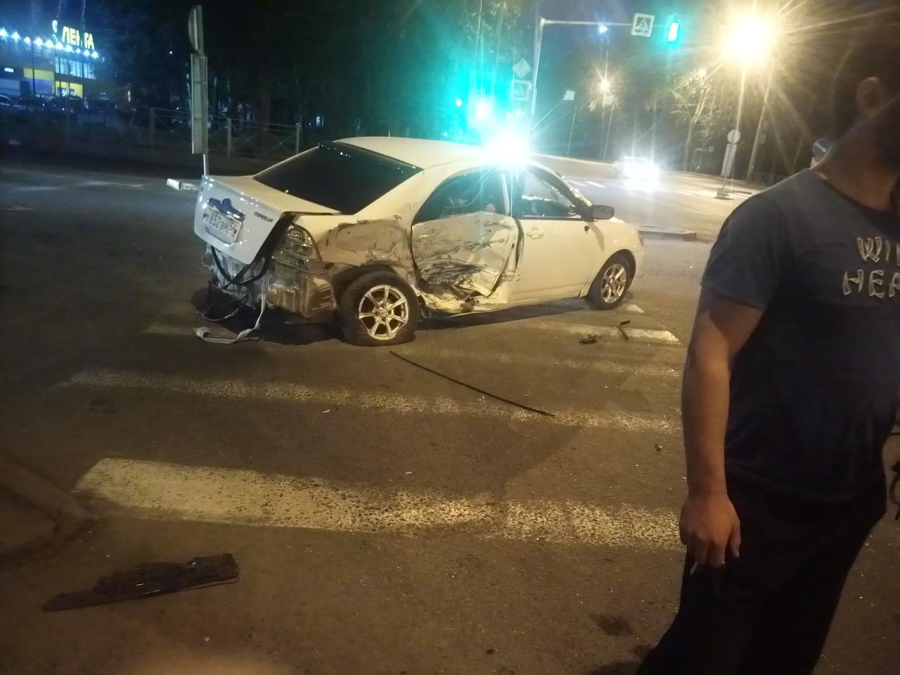 У второго автомобиля оторвало колесо