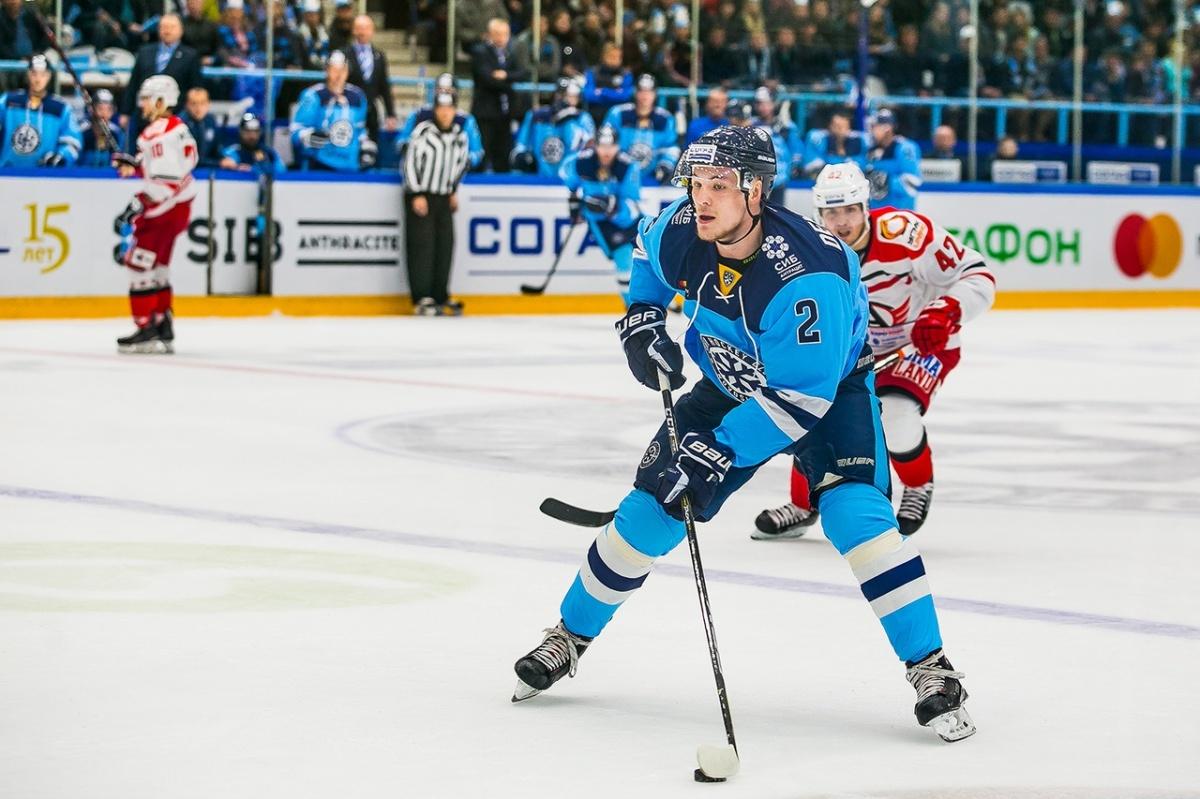 В этом сезоне новосибирский защитник забросил 6 шайб в ворота соперников