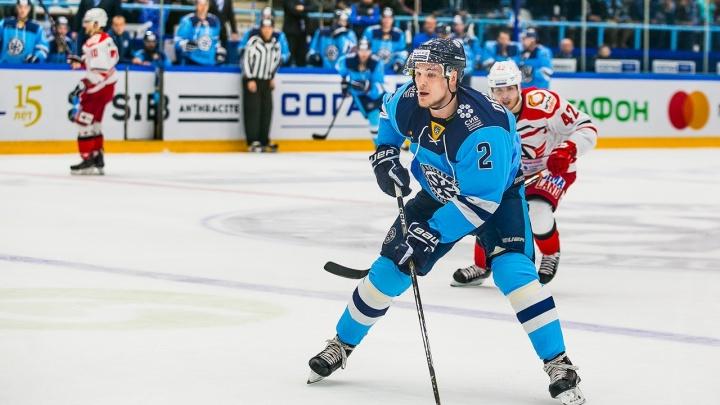 Защитник ХК «Сибирь» получил травму на игре в Сочи
