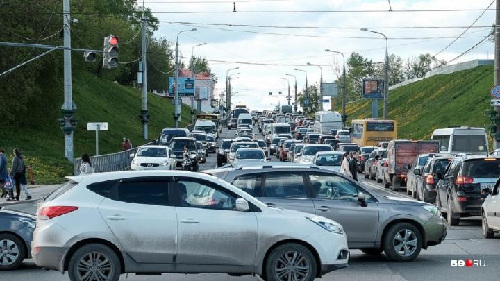 Жителям Прикамья могут простить пени по транспортному налогу