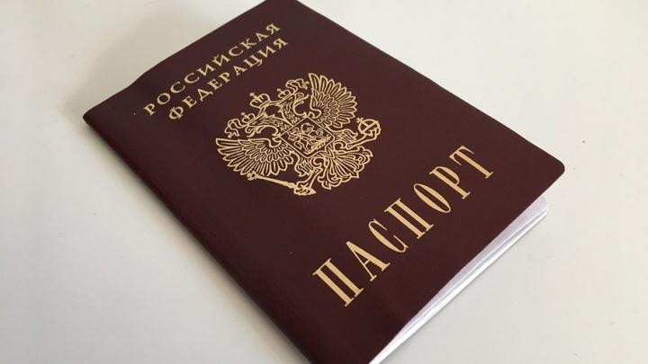 Приставы поймали должника из деревни Крюково, когда тот менял паспорт