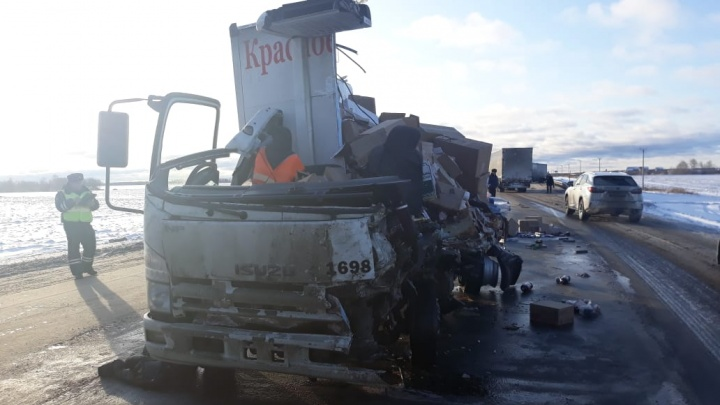 На трассе Екатеринбург — Тюмень погиб водитель грузовика