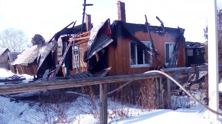На Урале сосед вынес из горящего дома женщину на инвалидной коляске
