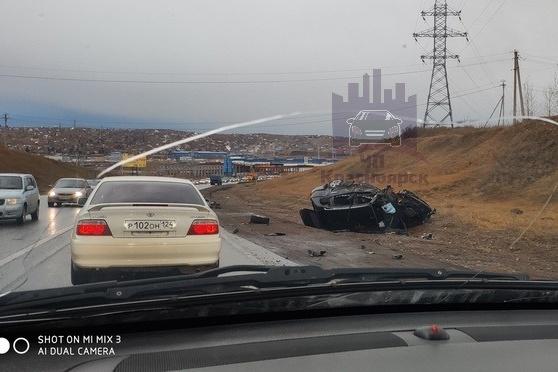 В перевернувшемся автомобиле водитель погиб