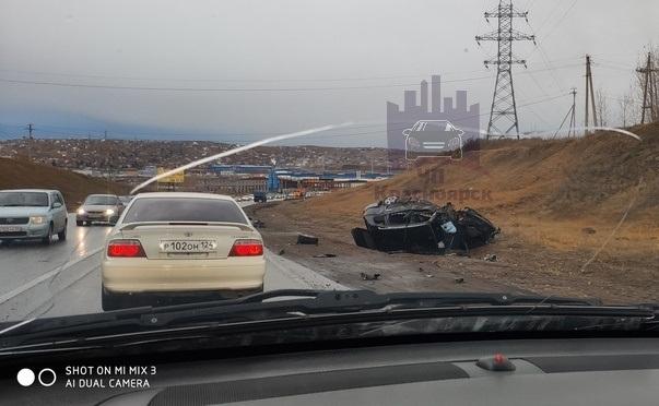 Ночью на Северном шоссе перевернулась иномарка. Водитель погиб