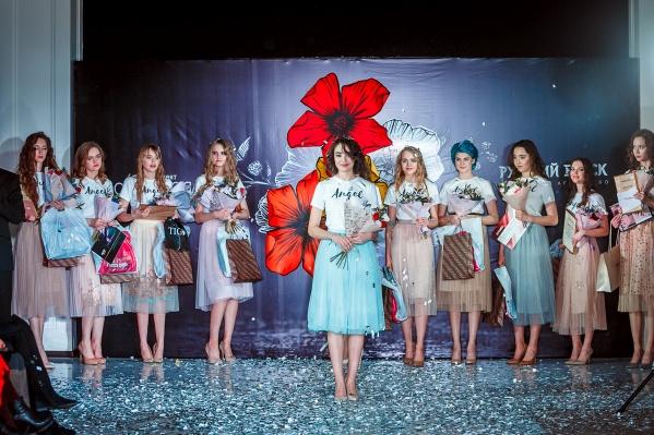 Победительница конкурса Эмма Гензе — в центре