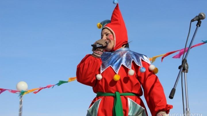 Гуляй, Масленица: смотрим, как в Омске отметили праздник с блинами и чучелом