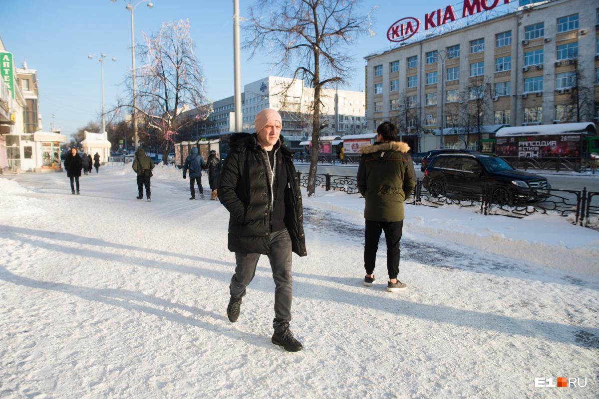 Захару Прилепину запрещен въезд на Украину, но другие страны он посещать может