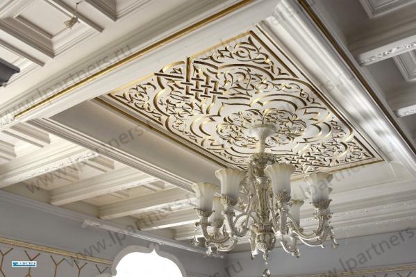 В квартире необычные потолки