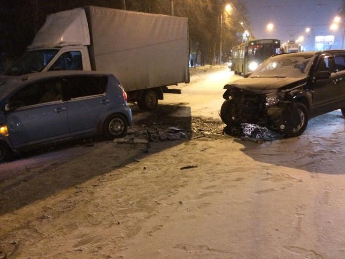 Авария произошла напротивЛДС «Сибирь»