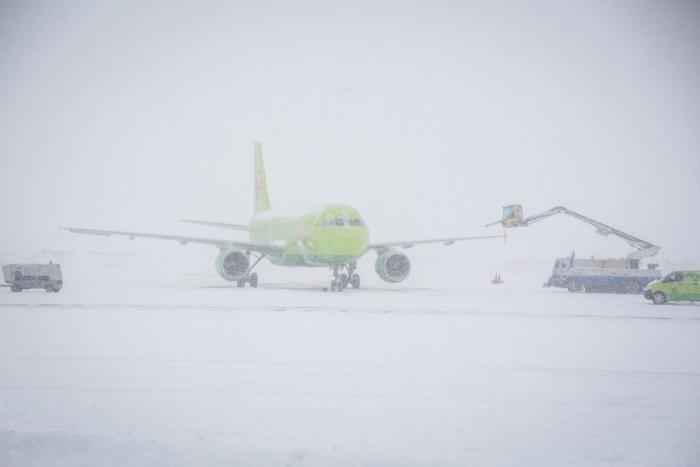 Пассажиры вынуждены пережидать непогоду в Хабаровске