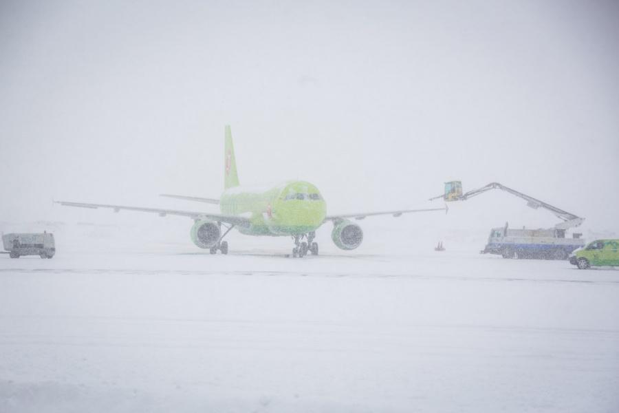 Ваэропорту Южно-Сахалинска из-за метели задержаны 14 авиарейсов