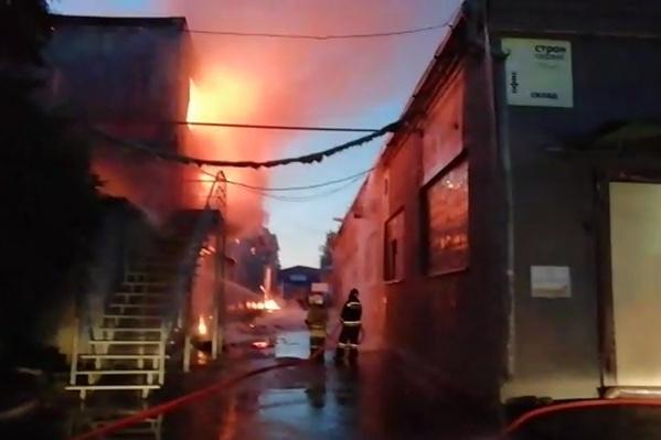 Тушили пожар 88 человек