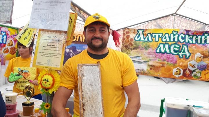 Новосибирцы оценили мед нового урожая