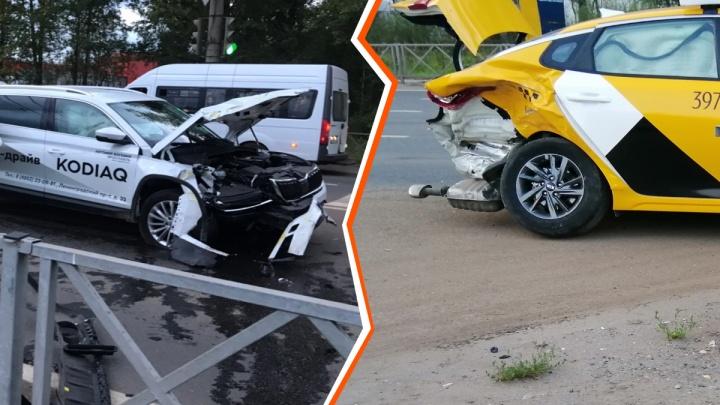 В Ярославле в ДТП разбились машина для тест-драйва и такси: есть пострадавшие