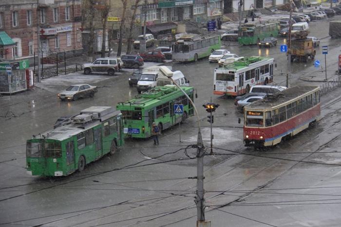 Троллейбусы остановили примерно в половине 9-го утра