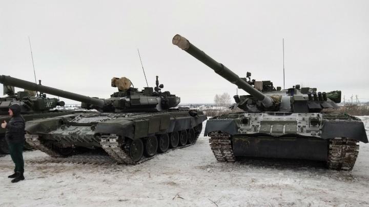 К купелям в Новой Станице пригнали танки