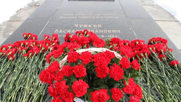 К 120-летию маршала: Волгоград оскандалился на федеральном ТВ из-за разбитого памятника Василию Чуйкову