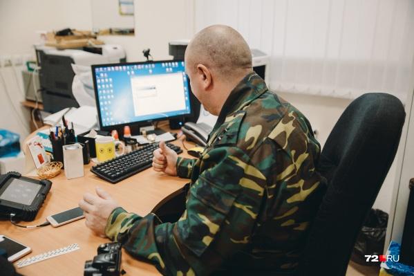 Криминалист Владимир Викторович помогает следователям собирать и закреплять доказательства, также он занимается назначением судебных экспертиз