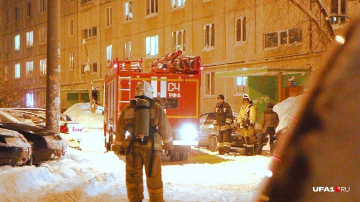 Узкое место: маневрирование пожарных машин в заснеженных дворах Уфы попало на видео