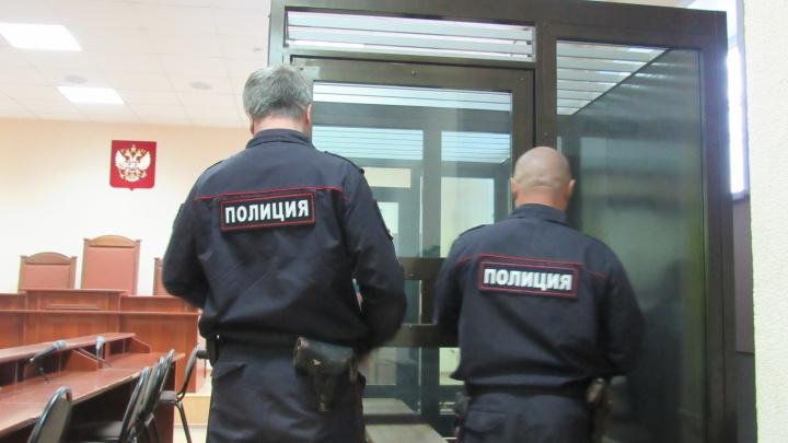 Житель Частоозерья выплатит 7 тысяч рублей за погон полицейского