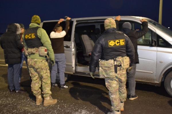 Чтобы продлить срок пребывания в России, мигрантов временно вывозили из страны