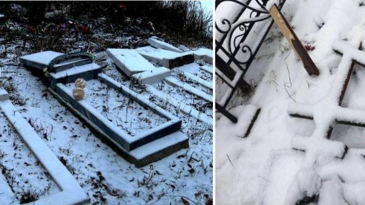 За сломанные памятники и кресты на кладбище 18-летнего прикамца приговорили к обязательным работам