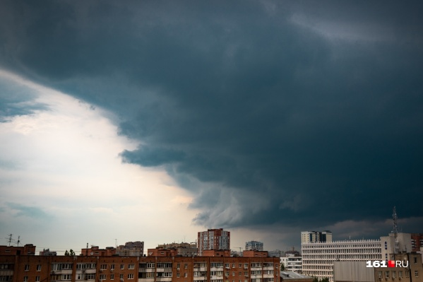 В Ростове ожидаются сильные дожди с грозой и ветер до 23 метров в секунду