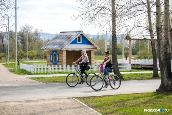 Велосипедисты на острове Татышев