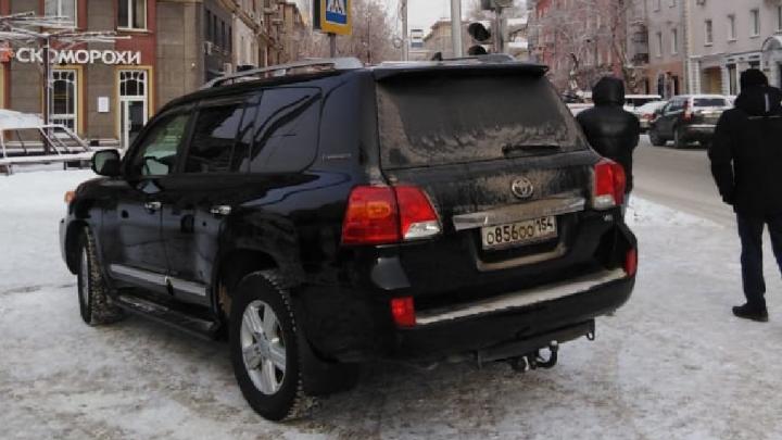 «Я паркуюсь как чудак»: «Лэнд Крузер»ООО — что натворил и чем напугал гаишников