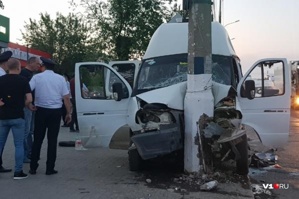 Авария произошла в 19:30 на остановке «Нефтяной техникум»