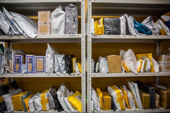 20 новосибирцев отказались выходить из помещения Почты России из-за задержек в выдаче посылок