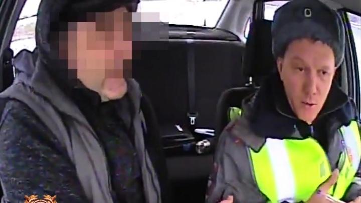 «От души на чай»: водитель пытался откупиться от штрафа за непристегнутый ремень