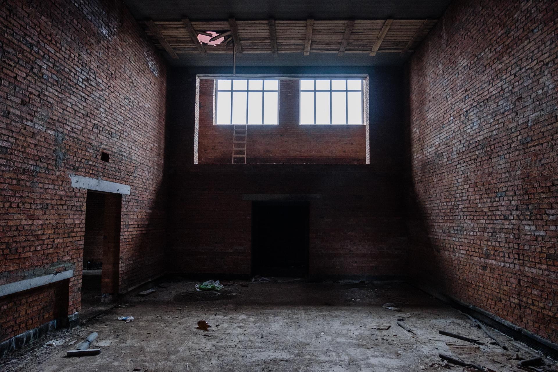 Стены и лестницы— целые