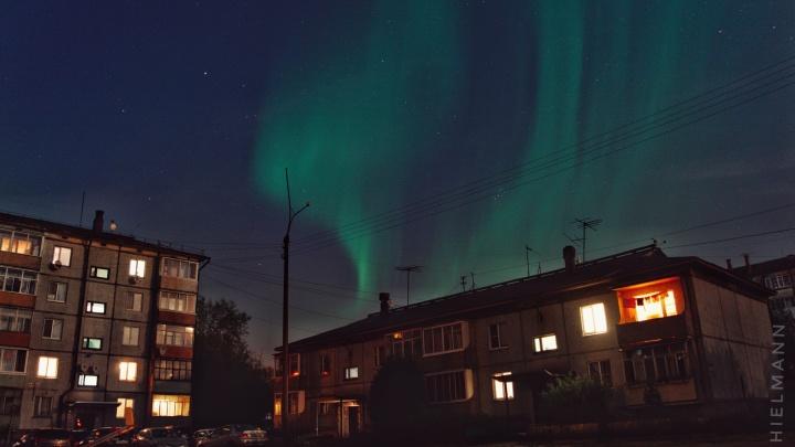Это надо видеть: небо над Архангельском озарило северное сияние