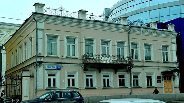 В этом доме на 8 Марта, 34 работал Леонид Брежнев